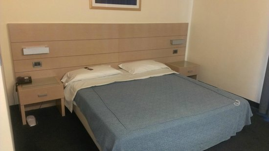 Concordia Hotel: Кровать