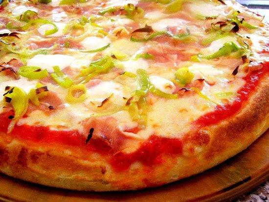 Zio's Pizza Brescia: Porro, prosciutto cotto e stacchino