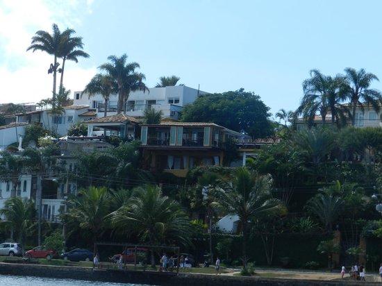 Vila d'este: Vila D´este em amarelo - Vista a partir da Orla Bardot