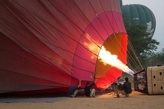 Balloons over Bagan: Preparing for take off.