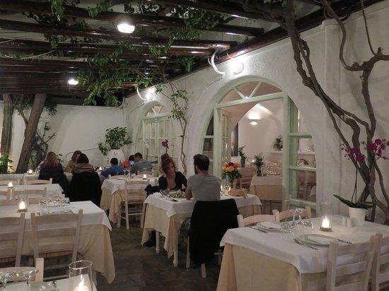 Avra Restaurant - Garden : Outside seating.