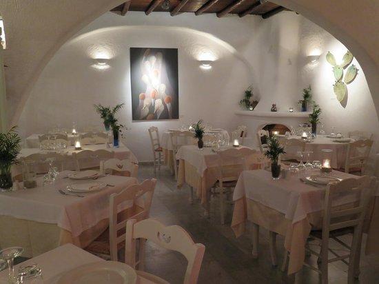 Avra Restaurant - Garden : Inside seating.