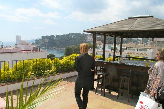 Hotel La Muntanya: terraza con el jakuzzi