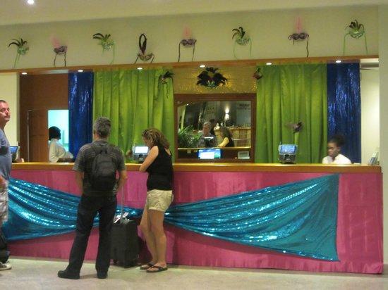 Sonesta Great Bay Beach Resort, Casino & Spa : Reception Desk