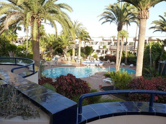 Hotel Atlantis Dunapark : Vista piscina dalla verandina della camera.