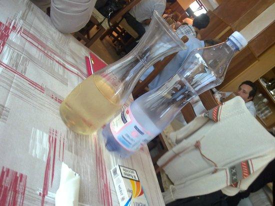 Zi Mariuccia: vino bianco casareccio mmmmm