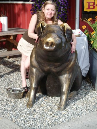 Country Boy's Bbq: Cashmere Country Boys BBQ and their Brass PIG!
