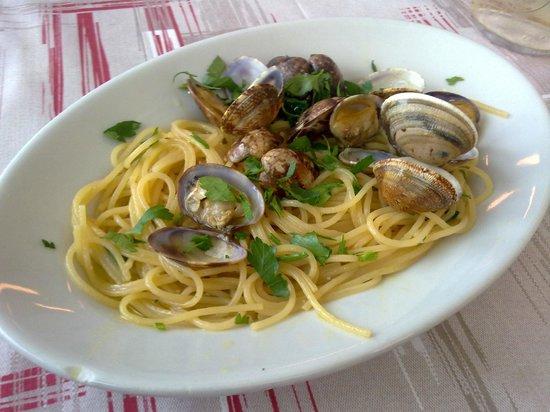 Zi Mariuccia: spaghetti alle vongole Complimenti al Cuoco