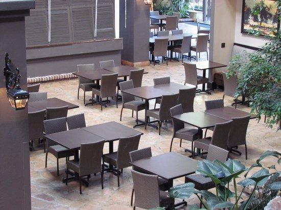 Embassy Suites by Hilton Napa Valley: Área do café da manhã