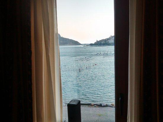 Visuale da una finestra - Foto di Residence Le Terrazze, Porto ...
