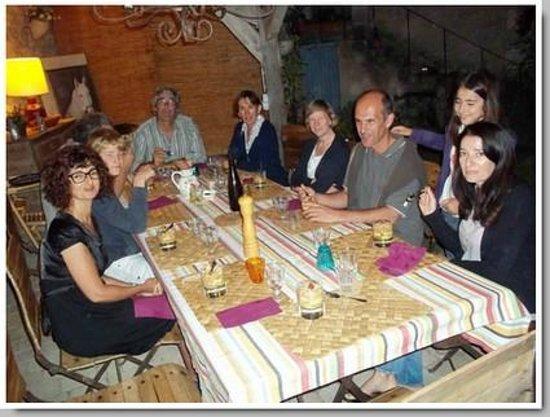 La Cadoise : Salle à manger extérieure
