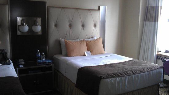 The New Yorker A Wyndham Hotel : two double beds