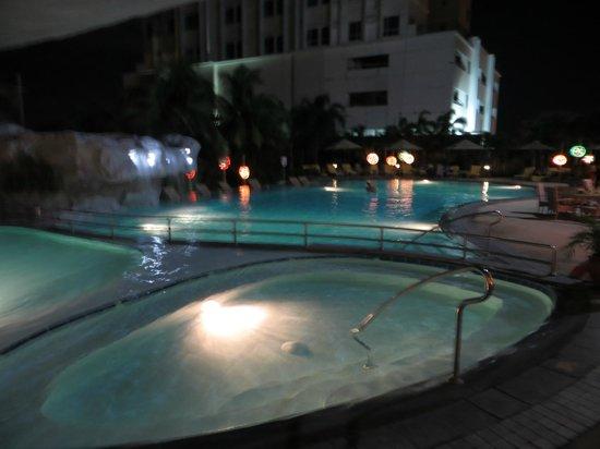 Marco Polo Plaza Cebu: espace piscine