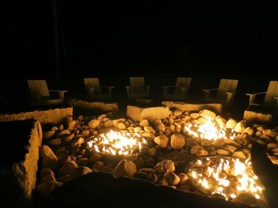 Harbor Hotel Provincetown: Fire pit is open until 9pm