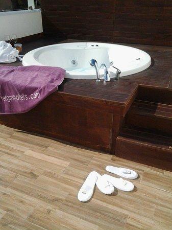 FERGUS Style Cala Blanca Suites: idromassaggio suite deluxe
