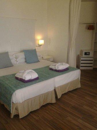 FERGUS Style Cala Blanca Suites: camera deluxe