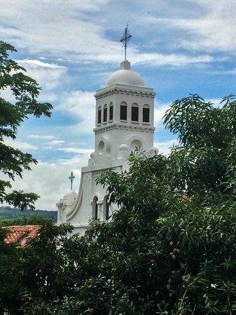 Cauca Viejo Hotel Boutique Parasiempre: La vista de la iglesia desde la ventana