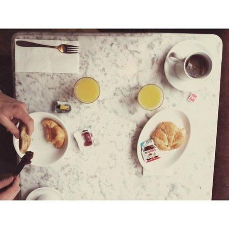 "Windmill Hotel : Our ""free"" breakfast."