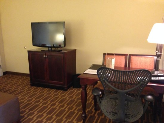 Embassy Suites by Hilton Tampa - Downtown Convention Center: TV and Desk in Living Room #1704