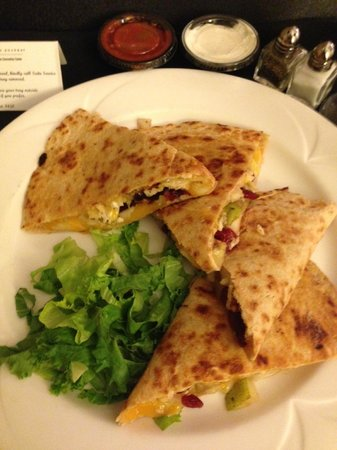 Embassy Suites by Hilton Tampa - Downtown Convention Center: delicious cranberry, pear, and chicken quesadilla room service