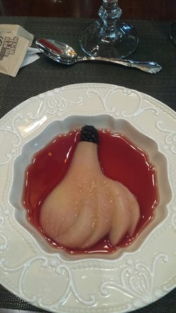 Rivertown Inn: Pear poached in blush wine. Lick my plate good!!!