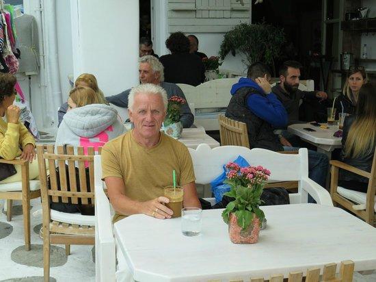 Alegro Restaurant : Outside seating.
