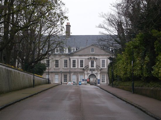 Irish Museum of Modern Art (IMMA) : The drive leading up to the Museum