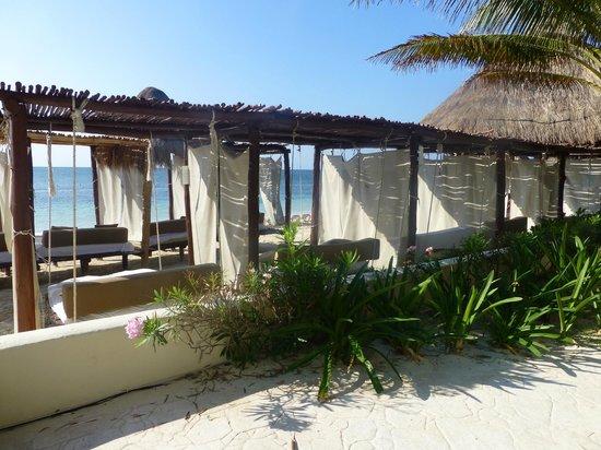Desire Riviera Maya Resort: Les lits de plage