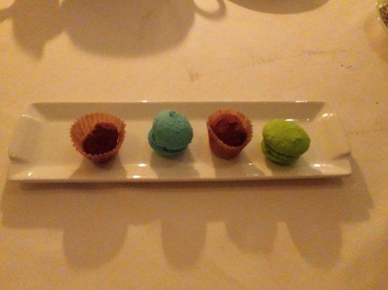 El Bistro: Cafe - Macarons