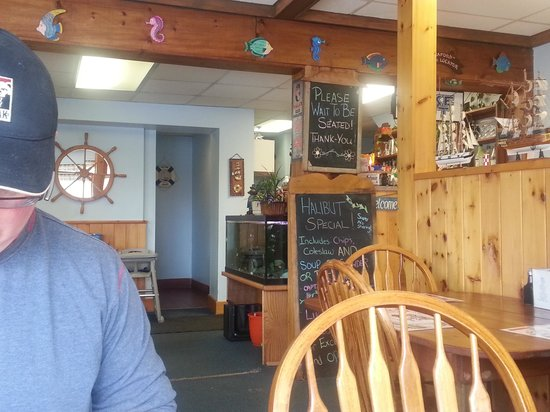 Captain's Corner Fish & Chips: Cute little restaurant