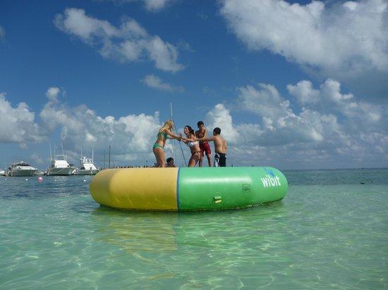 Holiday Inn Cancun Arenas : Cama elastica