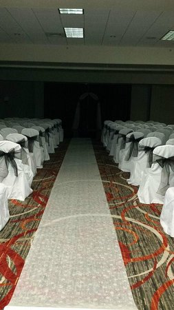 Holiday Inn Harrisburg-Hershey: Ceremony (Royale Ballroom)