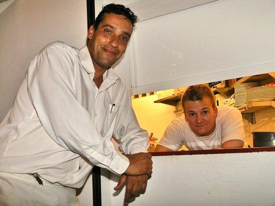 "Hotel Ocean World Aquamarin: Barmann Fernando & ""kleiner Küchenbulle"" Patric"