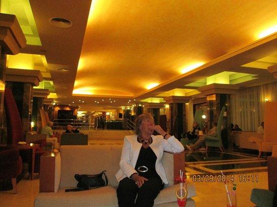 SENTIDO Amaragua: sitting bar room