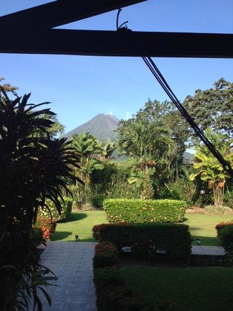 Hotel Villas Vilma: View from our porch. Great early-morning view of the Arenal volcano.