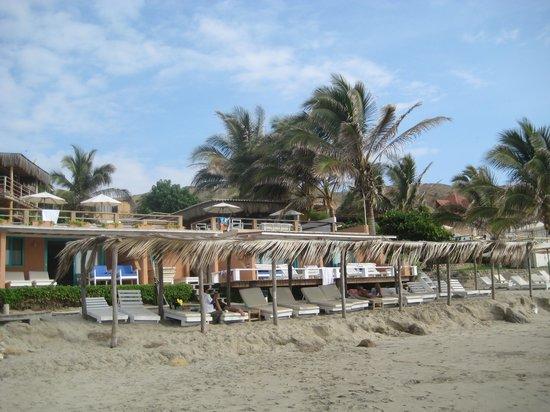 Hotel Puerto Palos: Vista de sector de descanso en la playa