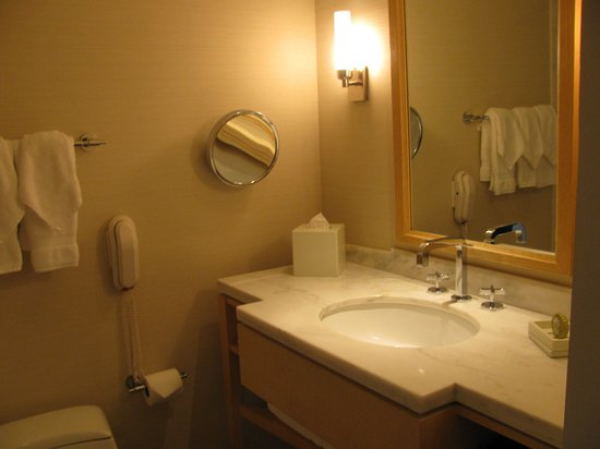 Colonnade Hotel: bathroom