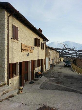 Monte Veletta: veduta della facciata che da sulla piana