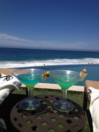 Grand Solmar Land's End Resort & Spa: Happy Hour at the pool!