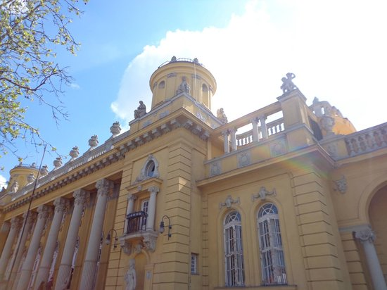 Szechenyi Baths and Pool: from outside