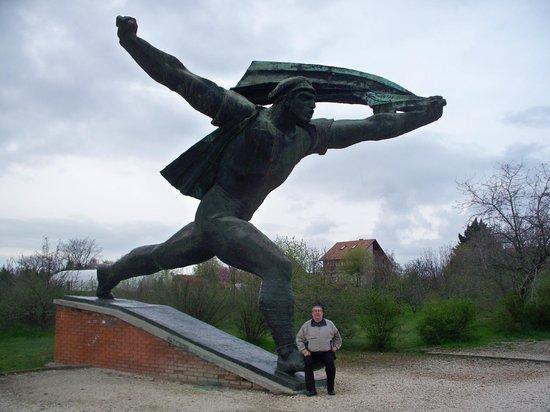 Memento Park: Largest statue in park
