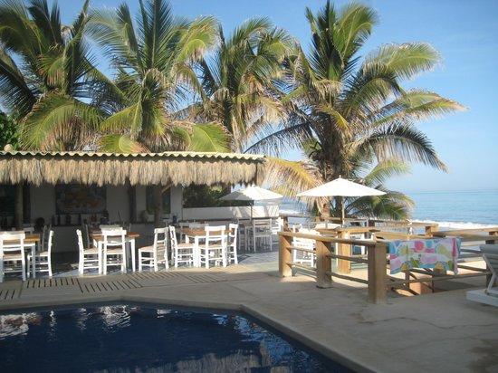 Hotel Puerto Palos: Vista de la piscina y comedor