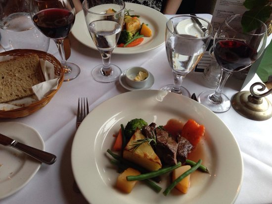 Poppies Hotel & Restaurant: Roast sirloin of venison.