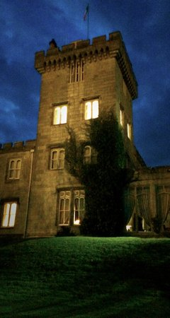 Dromoland Castle Hotel: castle at night