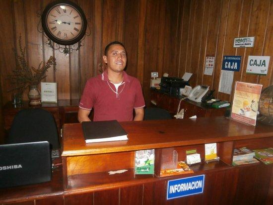 Hotel Mozonte : Gentalman Staff