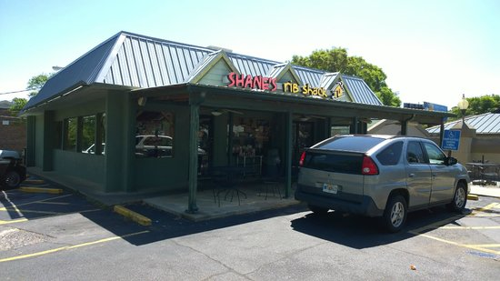 Shane's Rib Shack: Entrance
