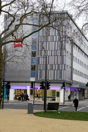 Ibis London Shepherds Bush: Вид с улицы