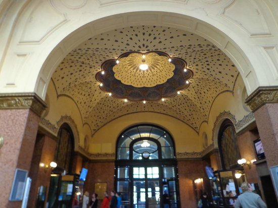 Gellert Spa : main entrance hall