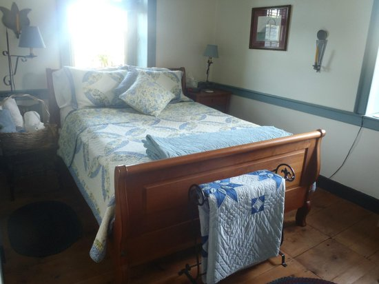 Brownstone Colonial Inn: Grandma's Room