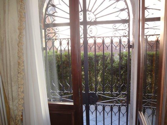 Corte dei Santi: Вид в сад